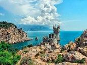 Вид на Ласточкино Гнездо с гор